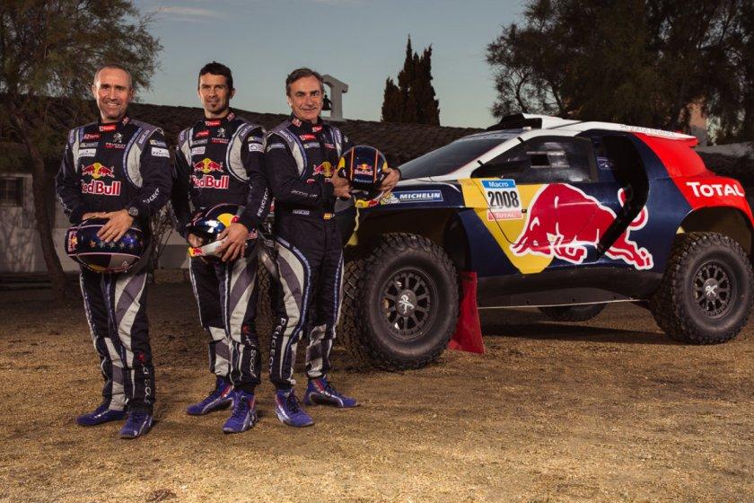 Carlos Sáinz, Cyril Despres y Stephan Peterhansel, los pilotos del Peugeot 2008 DKR
