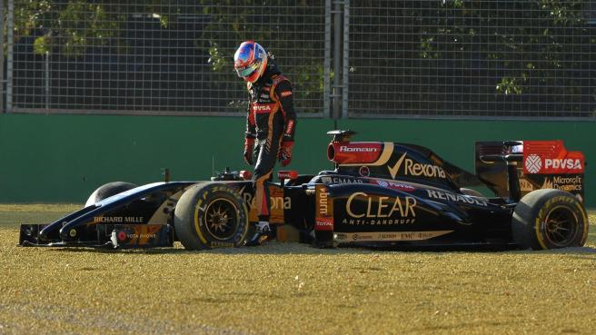 Romain Grosjean abandonando una carrera, algo que el francés no desea vivir en 2015