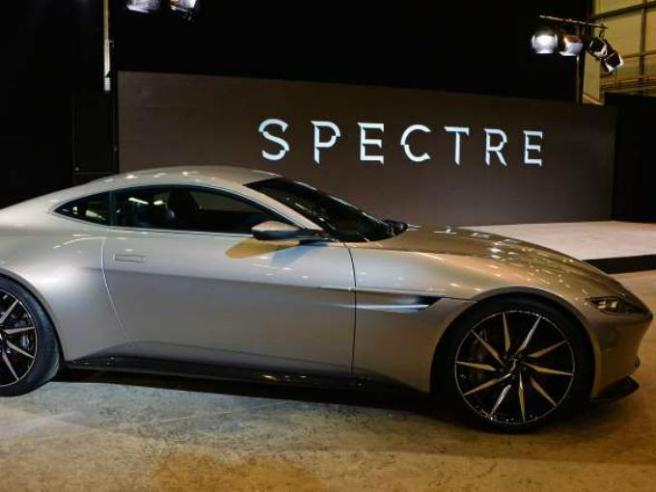 El nuevo Aston Martin DB10 durante su presentación