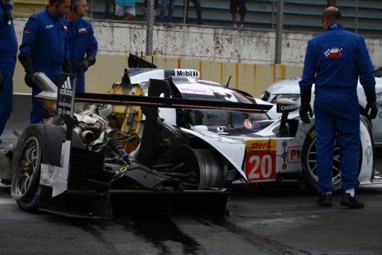 Estado del Porsche de Mark Webber tras su colisión en Interlagos