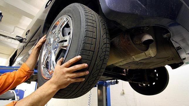 Detectada una banda de falsificadores de neumáticos usados