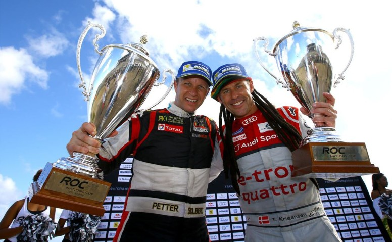 El equipo nórdico, con Kristensen y Solberg, posando felices por su triunfo en la carrera por países