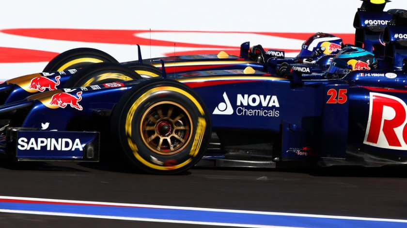 Jean-Eric Vergne y Daniil Kvyat duante el GP de Rusia de 2014