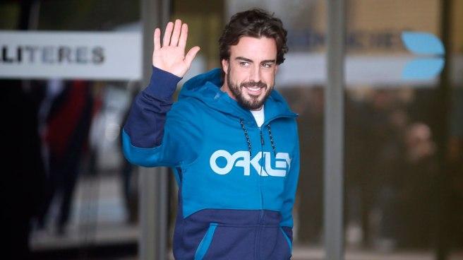 Fernando Alonso, abandonando el Hospital General de Cataluña el pasado jueves