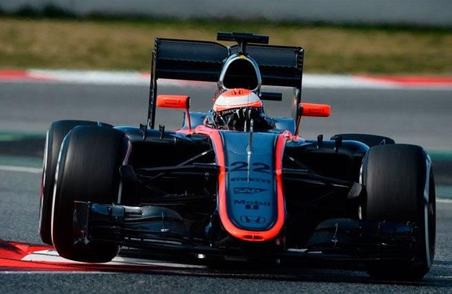 Por fin hemos podido ver rodar al nuevo McLaren MP4-30 sin problemas