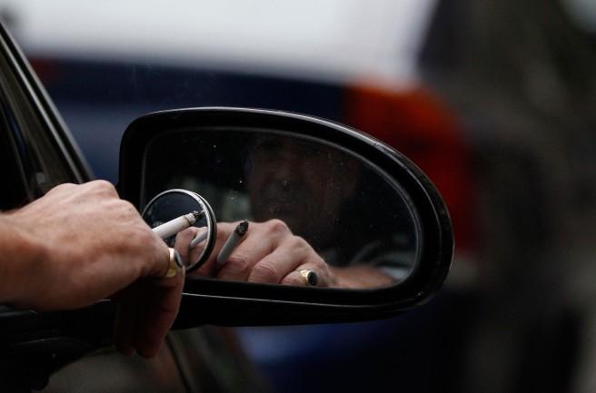 Reino Unido prohibirá fumar en el coche con niños a bordo
