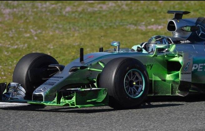 Nico Rosberg no pudo con los Ferrari