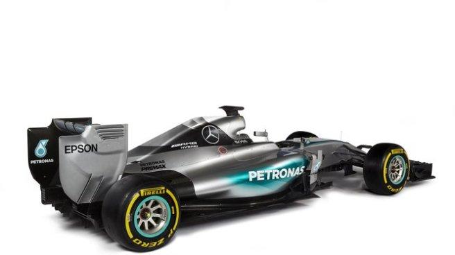 El nuevo Mercedes AMG FW06 cambia la tapa del motor por otra más pequeña