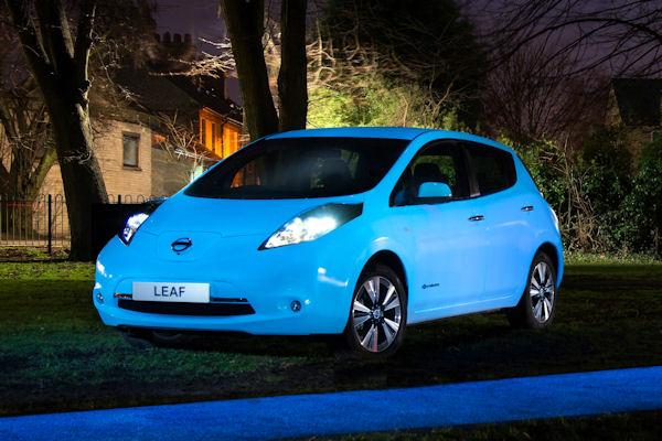 Nissan presenta Starpath, la pintura que brilla de noche
