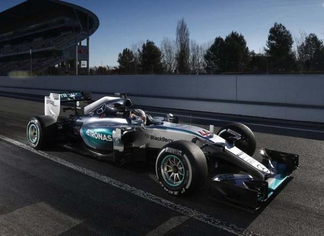 Lewis Hamilton sacó de nuevo su martillo hoy en Barcelona