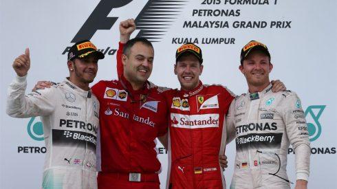 Sebastian Vettel, celebrando su primer triunfo con Ferrari