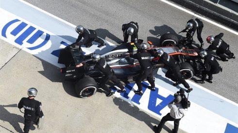 Jenson Button y Fernando Alonso, viva imagen de la impotencia en McLaren