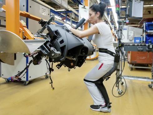 Audi ha creado la tecnología Chairless para mejorar la ergonomía de sus trabajadores