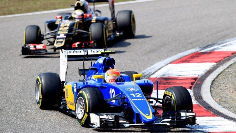 Felipe Nasr, luchando a brazo partido con Max Verstappen