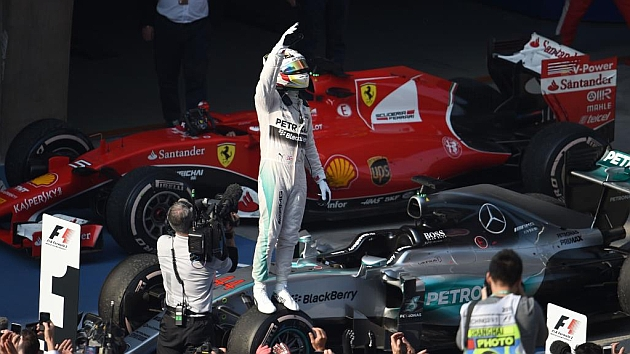 Lewis Hamilton, festejando su segunda victoria del año