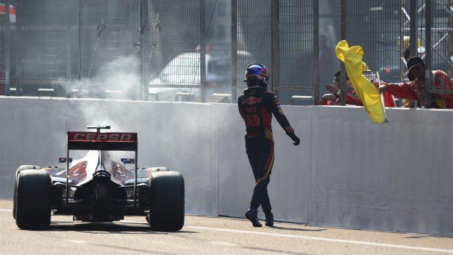 Mala suerte para Max Verstappen, al romper el motor de su Toro Rosso