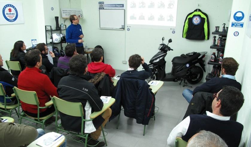 Suzuki lanza su Escuela de Conducción Segura para motos