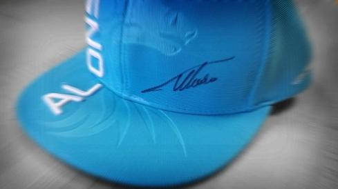 Gorra de Fernando Alonso que desató los rumores de cambio de colores en McLaren