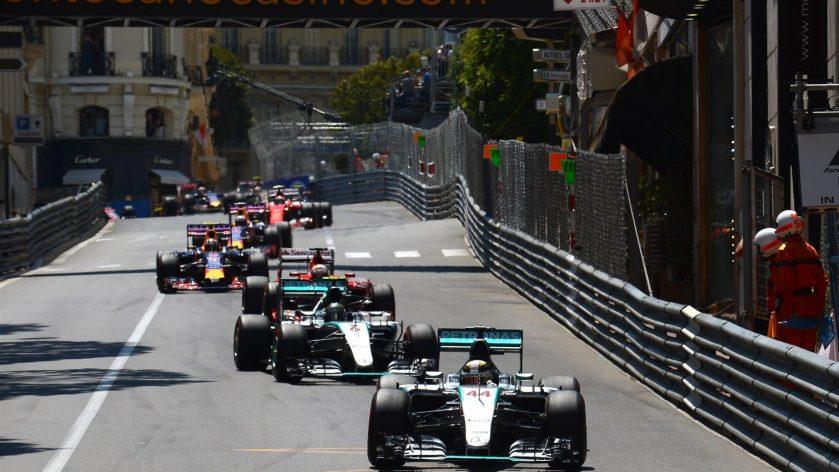 Auténticamente disparatada la idea de meter a boxes a Lewis Hamilton cuando lideraba la carrera