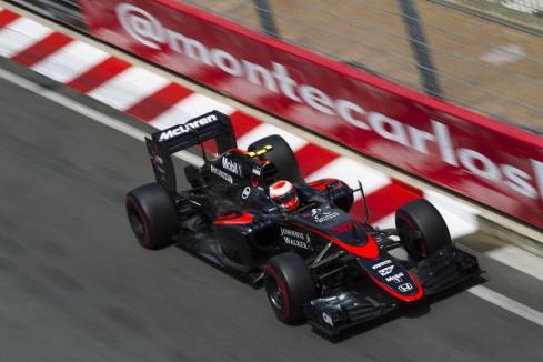 Jenson Button logró los primeros puntos de la temporada para McLaren-Honda