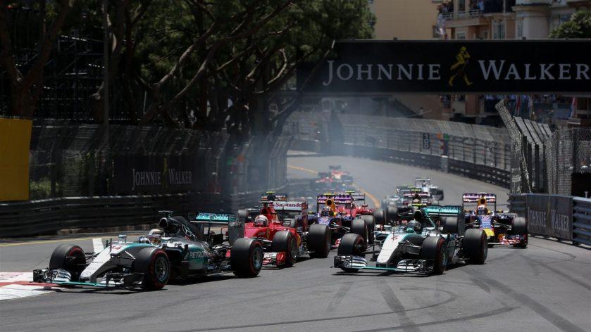 Salida del GP de Mónaco, instantes antes de llegar a la primera curva
