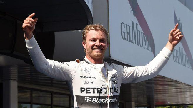 Nico Rosberg festeja alborozado su primer triunfo del año