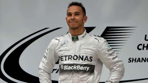 Lewis Hamilton confirma su renovación por tres años con Mercedes