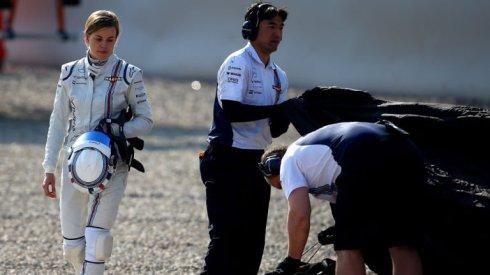 Susie Wolff abandona su Willimas FW37 tras su accidente en Montmeló durante la pretemporada