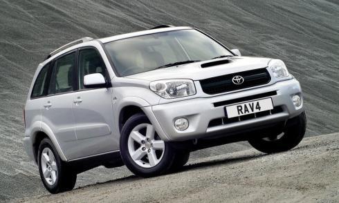El Toyota RAV4 de 2004, uno de los modelos llamados a revisión extraordinaria