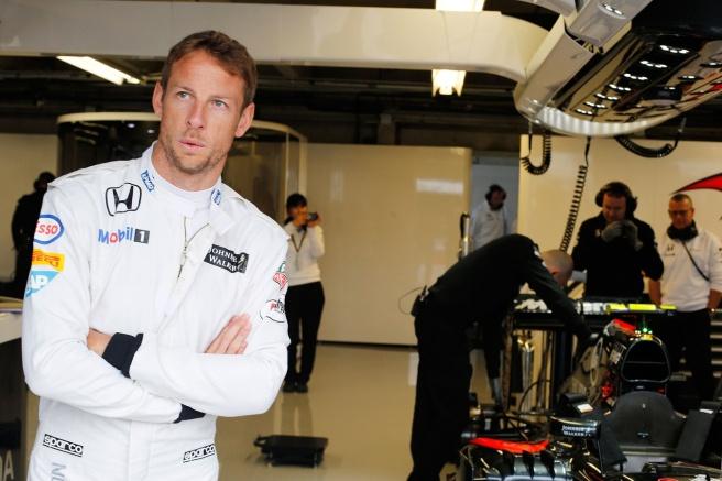 Jenson Button, con cara de circunstancias, tras su nuevo abandono en Canadá