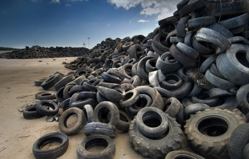 Logran obtener petróleo del reciclaje de neumáticos usados