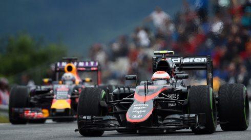 McLaren y Red Bull, sancionados por cambiar sus motores