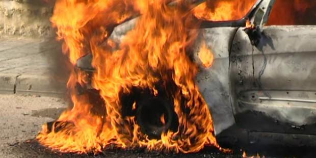 Un mecánico quema el coche de un cliente ante la imposibilidad de repararlo