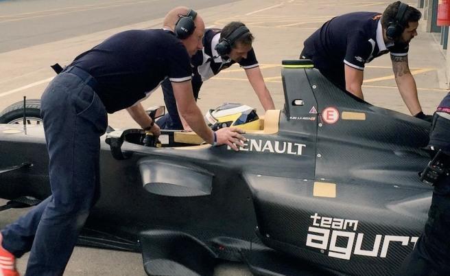 Pedro De la Rosa durante su test de ayer en Donington Park