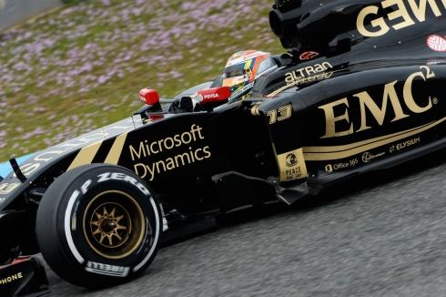 Pirelli, a punto de dejar sin ruedas a Lotus debido al impago de una deuda