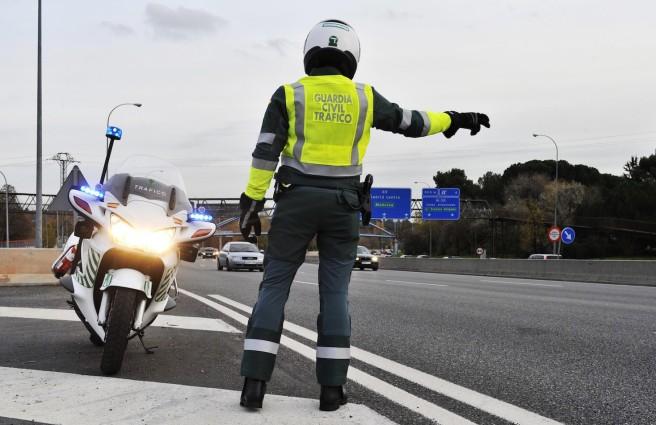 La DGT arranca por fin su campaña de revisión de luces y neumáticos