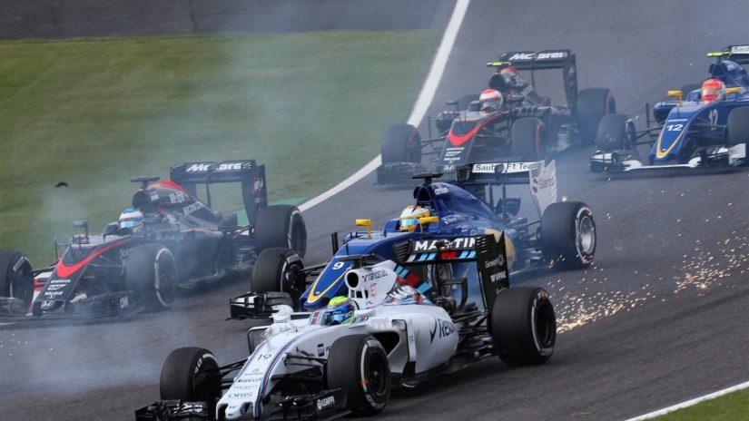 Momento en el que colisionan Daniel Ricciardo y Felipe Massa