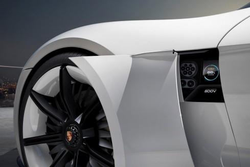 El novedoso Porsche Turbo Charging permite recargar la batería en 15 minutos