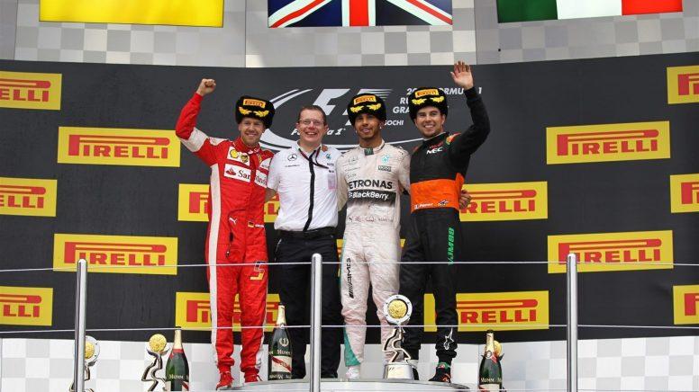Pódium del GP de Rusia, con Lewis Hamilton en lo alto por 10ª vez en el año