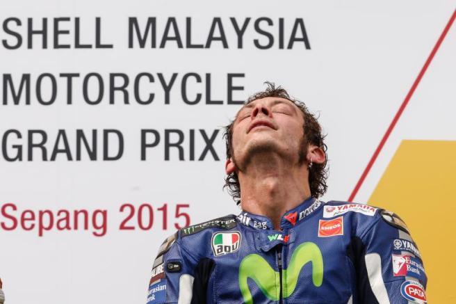 Rossi derriba a Márquez durante el GP de Malasia de MotoGP