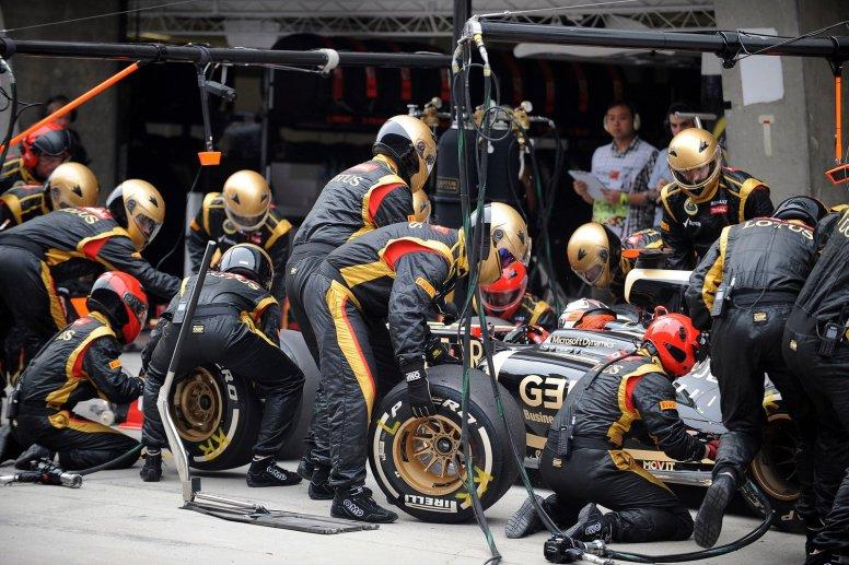 El equipo Lotus, con retraso en su despliegue en Abu Dhabi