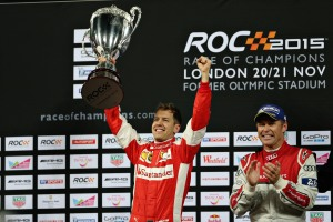 Sebastian Vettel junto a Tom Kristensen en el pódium de la ROC 2015