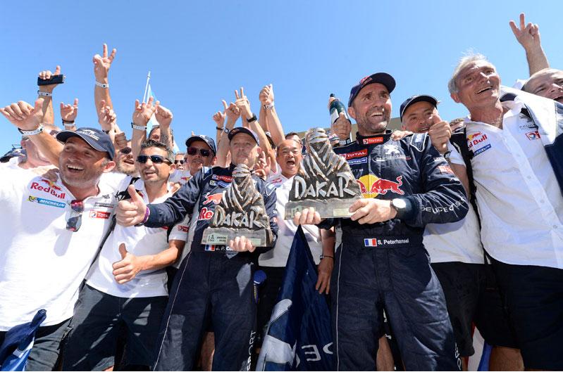 Stefan Peterhansel, celebrando su 12º Dakar