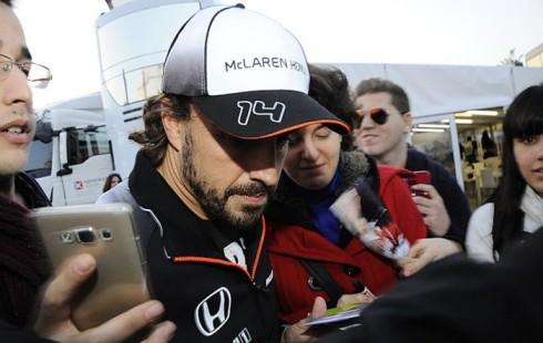 Fernando Alonso, ante la prensa tras su primera participación en los tests invernales