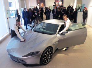 Subastado el Aston Martin DB10 de James Bond en Spectre