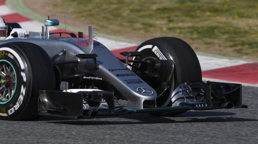 Lewis Hamilton probando un nuevo morro para el Mercedes W07