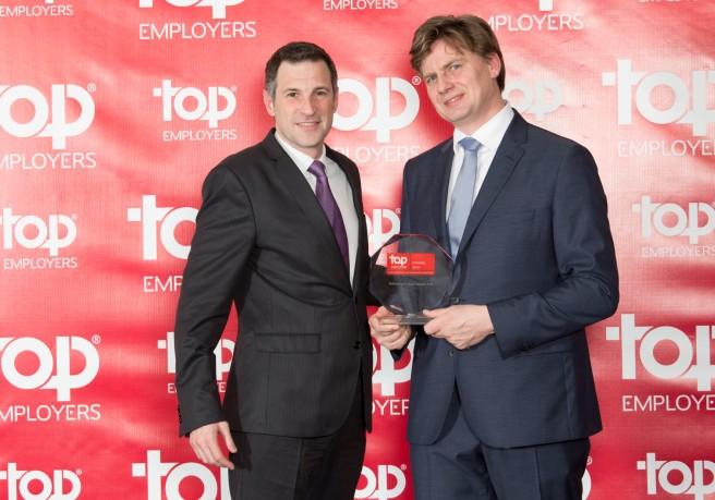 Ricardo Bacchini y Hans Rothweiler, en la entrega del certificado Top Employers 2016