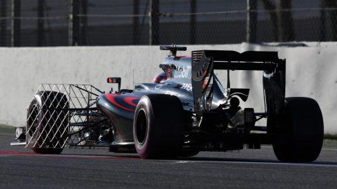 Jenson Button, con el sensor aerodinámico a bordo de su McLaren MP4-31