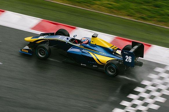 Santino Ferrucci a bordo de su nuevo DAMS de GP3 durante un test invernal