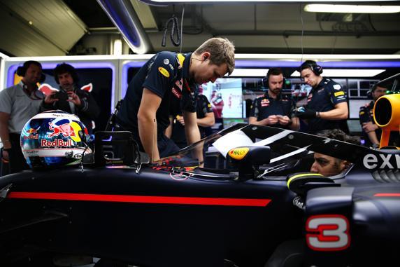 Daniel Ricciardo, preparándose para salir a pista con el nuevo Aeroscreen